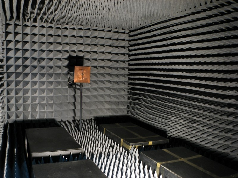 Anechoic chamber for EM testing
